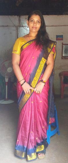 Beautiful Girl In India, Beautiful Women Over 40, Beautiful Saree, Beautiful Housewife, India Beauty, Beauty Women, Desi, Mini Skirts, Photoshoot