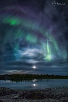Paul Zizka Photography - Aurora and moon halo, Yellowknife River, Northwest Territories.