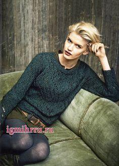 Зеленый ажурный пуловер из шелковой пряжи с добавлением мохера. Вязание спицами