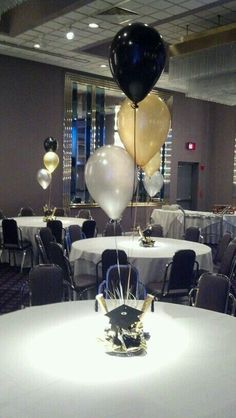College Graduation Pictures With Balloons Graduation Party Centerpieces, Graduation Balloons, Balloon Centerpieces, Graduation Decorations, Balloon Topiary, Topiary Centerpieces, Graduation Open Houses, College Graduation Parties, Graduation Celebration