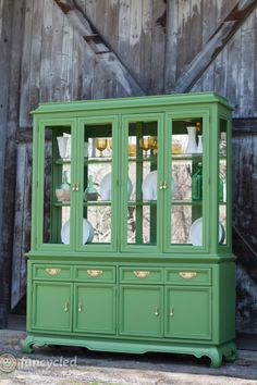 green hollywood regency style hutch makeover, painted furniture (cut off the top and square it up? Green Painted Furniture, Paint Furniture, Furniture Projects, Repurposed Furniture, Furniture Plans, Wood Projects, Hutch Makeover, Furniture Makeover, China Cabinet Redo