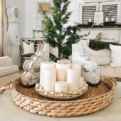 You don't have to spend a lot on decor. Look through these DIY table centerpieces to find something that's stunning. Table Centerpieces For Home, Candle Centerpieces, Decoration Table, Diy Table, Centerpiece Ideas, Decoration Restaurant, Winter Centerpieces, Green Decoration, Simple Centerpieces