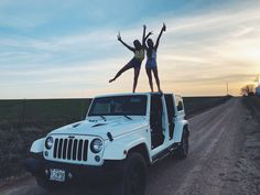#jeep #jeepgirls #bestfriends #jeeplife #boozenoshoes #topless #backroads #barefeet #kcroyals #bestfriendgoals #bestfriendpics #jeepin