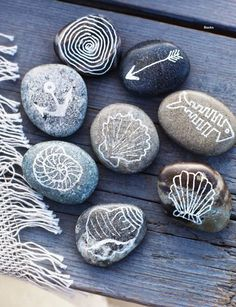 Coastal Decor, Beach & Nautical Decor, Crafts & Shopping: Decorate with Painted Beach Rocks Rock Crafts, Arts And Crafts, Deco Marine, Sweet Paul, Beach Crafts, Seashell Crafts, Paint Pens, Pebble Art, Stone Art