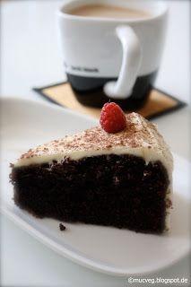 Echtes Herrengedeck ist dieser Guiness-Schoko-Kuchen von Muc.Veg #Rezept: http://www.kuechenplausch.de/rezept/info/158281-echtes-herrengedeck-guinnessschokokuchen