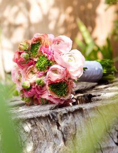 Los ranúnculos florecen en invierno o primavera con una gran variedad de colores ideales para utilizar en cualquier elemento en una boda.