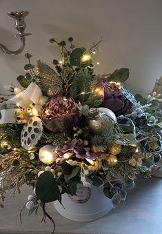 Christmas Time, Christmas Wreaths, Merry Christmas, Christmas Decorations, Holiday Decor, Christmas Flower Arrangements, Floral Arrangements, Happy Evening, Wedding Wreaths