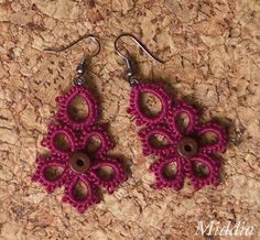 alice brans posted tatted earrings (and a necklace) free pattern to their -crochet ideas and tips- postboard via the Juxtapost bookmarklet. Tatting Earrings, Tatting Jewelry, Crochet Earrings, Needle Tatting, Tatting Lace, Diy Crochet Jewelry, Lacemaking, Crochet Borders, Macrame Art
