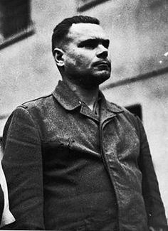 Na kilka dni przed wyzwoleniem obozu większość więźniów nie otrzymała żadnego wyżywienia. Nic więc dziwnego, że wygłodniali więźniowie dopuszczali się kanibalizmu. Znajdowano na terenie obozu trupy więźniów w wyciętymi udami, wątrobami, odciętymi uszami.