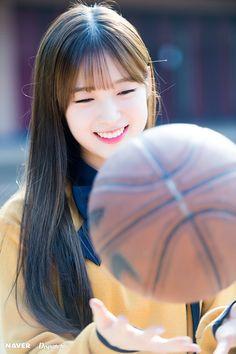 Kpop Girl Groups, Korean Girl Groups, Kpop Girls, Teen Images, Girls Channel, Arin Oh My Girl, Girls Twitter, Girl Standing, Ballet Girls