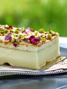 : The magic cake with cardamom and rose water . A delight! Just Desserts, Dessert Recipes, Italian Bakery, Pudding Cake, Homemade Ice Cream, Dessert For Dinner, Yummy Cakes, Sweet Recipes, Yummy Food