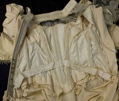 Victorian clothing at Vintage Textile: #0613 bustle dress