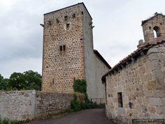 Torre de La Costana La torre de los Bustamante se encuentra actualmente a orillas del pantano del Ebro, en la localidad de La Costana, en el término municipal de Campoo de Yuso de la provincia de Cantabria, (España). Mas información: http://castillosdelolvido.es/torre-de-la-costana/