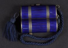 A VERY GOOD SILVER AND BLUE ENAMEL DRUM SHAPED COMPACT.