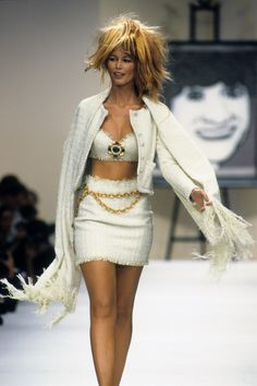 Chanel Spring 1994 Ready-to-Wear Fashion Show - Claudia Schiffer