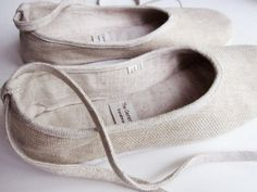 Handmade cotton and linen ballerina flats.
