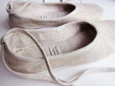 Handmade cotton and linen ballerina flats.