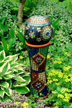 Stained Glass Mosaic Gazing Ball with Stand via Etsy Bowling ball and 2 tall terra cotta pots Mosaic Bowling Ball, Bowling Ball Art, Mosaic Glass, Mosaic Tiles, Glass Art, Stained Glass, Rock Mosaic, Garden Spheres, Garden Balls