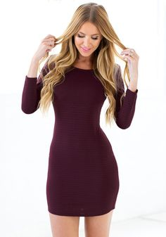 Lookbook Store Dress // This burgundy crisscross back bodycon dress us a sexy piece with long sleeves, a low back and a crew neckline that scream fall parties.