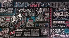 """Criatipos + Peggy's Fomos contratados para fazer uma parede de giz no novo Peggy Sue, com o tema """"cultura norte-americana de estrada, motos & rock'n'roll"""". Confira…"""