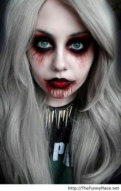 Halloween Vampire Makeup: Halloween is coming so let's dedicate a series of special items for this celebration. You know the Vampire makeup for Halloween. Looks Halloween, Creepy Halloween Costumes, Halloween 2015, Halloween Party, Halloween Vampire, Spirit Halloween, Women Halloween, Holiday Costumes, Happy Halloween