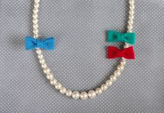 pearl necklace with interchangeable bows. sooo cute!