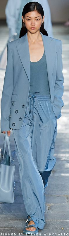 Fashion Colours, Blue Fashion, Look Fashion, Fashion Show, Womens Fashion, Fashion Design, Catwalk Fashion, Fashion 2020, Color Type