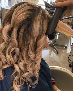 Medium Hair Styles, Short Hair Styles, Hair Medium, Medium Brown, Bun Styles, Medium Blonde, Curl Hair With Straightener, Curling Thick Hair, Easy Curls