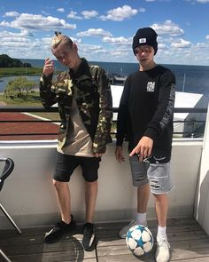 i love u tinus🔥♥️ Delicious Boy, Teenager Mode, Instagram 2017, Love Twins, Dream Boyfriend, Twin Outfits, Love U Forever, Popular People, Great Friends