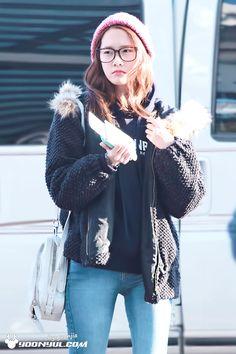http://okpopgirls.rebzombie.com/wp-content/uploads/2013/02/SNSD-Yoona-airport-fashion-Feb-22-4-2.jpg