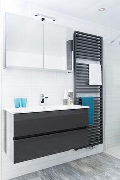 Dankzij de spiegelkast creëert een zee aan oprbergruimte. En ook erg fijn: een spiegel creëert lengte en diepte. Ideaal voor de wat kleinere badkamers.