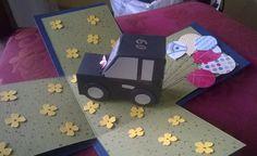 Mit Liebe gemacht von Petra Heinrich. Explosion Box zum 60. Geburtstag. Weitere Fotos s. in Pinterest unter Petras Explosion Box. Innenansicht. Die Stanze der Blütenblätter ist von Stampin up Itty Bitty, die Luuftballonstanze ist ebenfalls von Stampin Up.  Das Auto besteht aus 2 Boxen, die ich mit dem Envelope Punch Board von Stampin Up gemacht habe. Hier gibt es eine gute Beschreibung für Boxen in allen Größen: von The Crafty Owl  https://www.youtube.com/watch?v=8hEeBQ-tLKM.