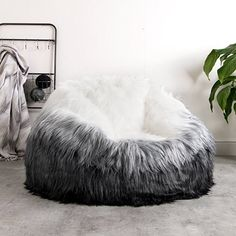 d3d5cd795028 ICON Extra Large Luxury Faux Fur Bean Bag Chair – Giant Luxurious Furry  Beanbag Seat – XL Grey Faux Fur Bean Bags (Ombre)