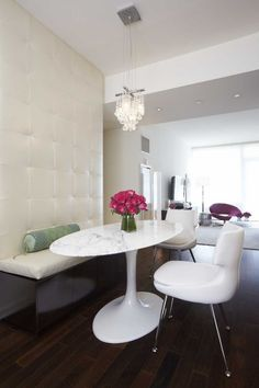 I love dining room banquettes. They are not only comfortable, but they add another focal point in the dining area. I gathered a few pictures of ones I love.