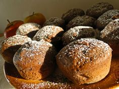 kudy-kam: Čokoládové muffiny s jablíčkem Sweet Recipes, Hamburger, Food And Drink, Sweets, Bread, Cooking, Breakfast, Cheesecake, Baking Center