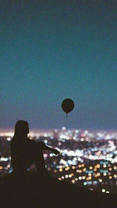 Balloon / Girl looking at the city Tumblr Photography, Phone Photography, Street Photography, Portrait Photography, Photography Ideas, Phone Wallpaper Design, Dark Love, Walpaper Black, City Aesthetic