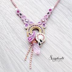 Soutache necklace in orchid purple and golden beige. por Sengabeads