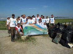 """Voluntarios de SEO/BirdLife trabajan en la limpieza de playas """"A vista de pájaro"""""""