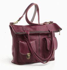 Dieser Shopper ist in vielen Farben erhältlich und aus rein pflanzlich gegerbtem Leder in Handarbeit gearbeitet.  Er hat sowohl zwei Handgriffe als au