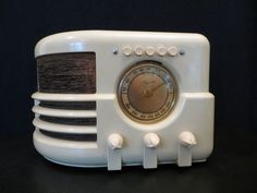 VINTAGE 193Os ART DECO MAJESTIC RARE PUSHBUTTON MODEL OLD ANTIQUE BAKELITE RADIO