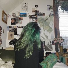 I think I'm going to attempt to go silver, fading this green out is going to be a bitch