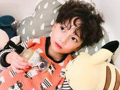 #마마몽 #테라피오일 #관리하는남좌 향이좋다고 칭찬하던 임태호찡~☺️ 요즘 건조하다보니 오일을 많이쓰는것 같아요~ Half Asian Babies, Cute Asian Babies, Korean Babies, Asian Kids, Cute Babies, Cute Chinese Baby, Chinese Babies, Cute Baby Boy, Cute Kids