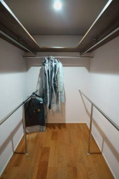walk in closet Walk In Closet Small, Bed In Closet, Corner Closet, Closet Redo, Closet Remodel, Master Bedroom Closet, Small Closets, Closet Space, Dressing Room Design