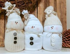 Craft a family of snowmen from discarded sweaters and socks! Alternate directions: use rice only in the to portion and fill remainder of snowman with polyfill. Preschool Christmas Crafts, Christmas Crafts For Gifts, Diy Christmas Ornaments, Christmas Projects, Christmas Ideas, Holiday Ideas, Christmas 2019, Sock Snowman, Cute Snowman