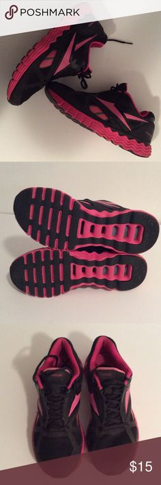 Rebook woman's black and pink sneakers Only worn once like new comfortable walking/running sneakers Reebok Shoes Sneakers