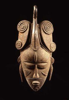 Masques africains - Les Musées Barbier-Mueller Masque facial de la société do, Ligbi, Côte d'Ivoire, région de Bondoukou