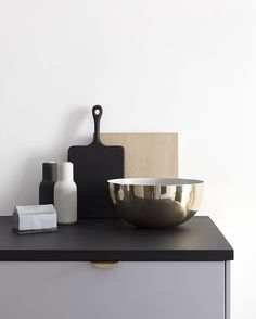 Perfect brass fruit bowl from @louiseroecph that hides away all the colorful fruits
