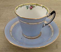 Antiquité. Magnifique tasse et soucoupe. Porcelaine d'Angleterre | art, collectibles | Lévis | Kijiji Mobile