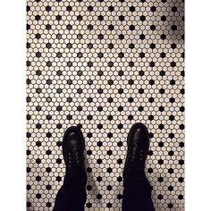 #ihavethisthingwithtiles #ihavethisthingwithfloors #tiles #tileaddiction #piernasparakelasquiero by giocardozi