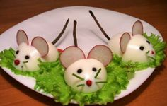 :O presentacion-original-ratones-huevo-duro. Cute Food, Good Food, Yummy Food, Food Crafts, Diy Food, Baby Food Recipes, Cooking Recipes, Food Art For Kids, Food Carving